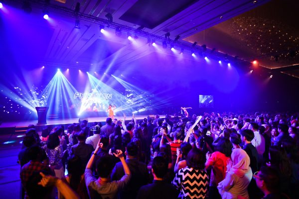 event-organizer-singapore-event-management-corporate-events-dinner-and-dance-dairy-farm-party-on-AVL-lighting-15