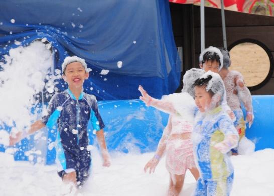 Dairy-Farm-Family-Day-Fun-Kids-Foam-Pool-Sentosa-e1530691838704