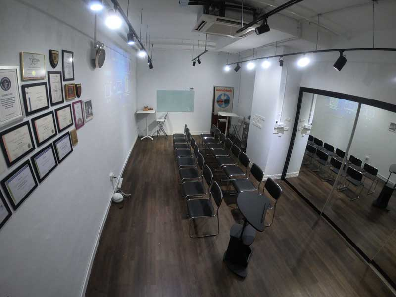 https://thatsinnovative.com/wp-content/uploads/2018/11/training-room-rental-meeting-room-rental-singapore-jurong-theatre-style-2.jpg