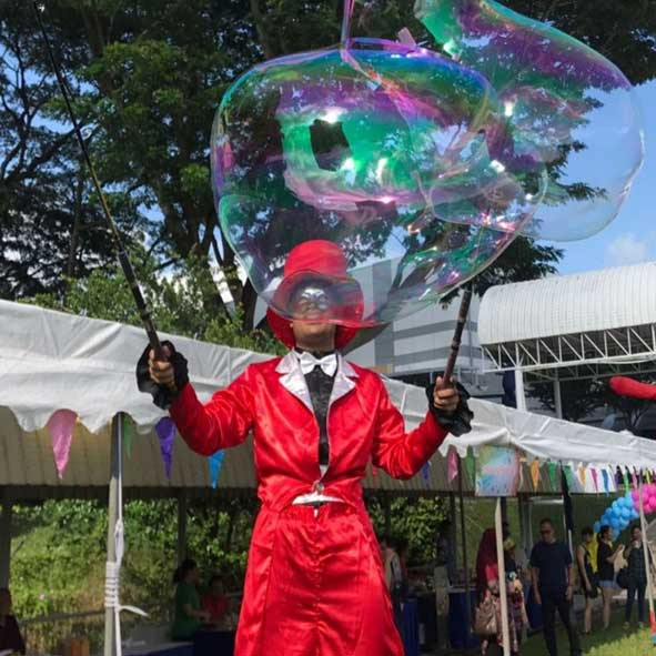singapore-event-management-pre-event-fringe-activities-bubble-stilt-walker