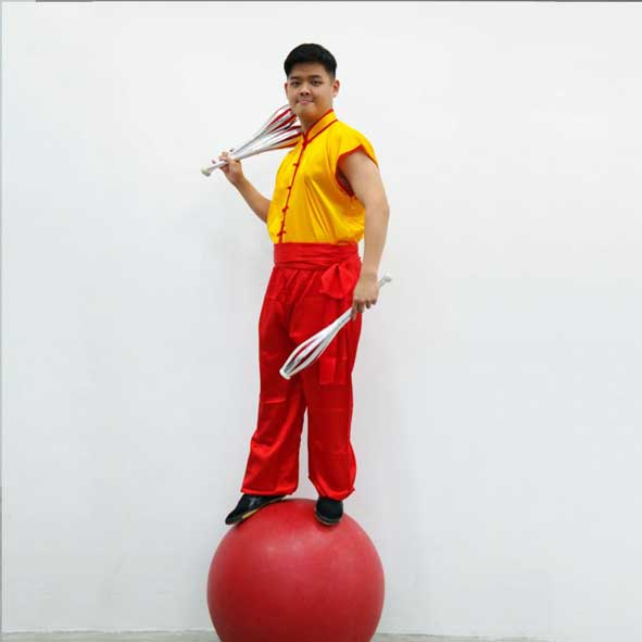 singapore-event-management-pre-event-fringe-activities-kung-fu-globe-walker