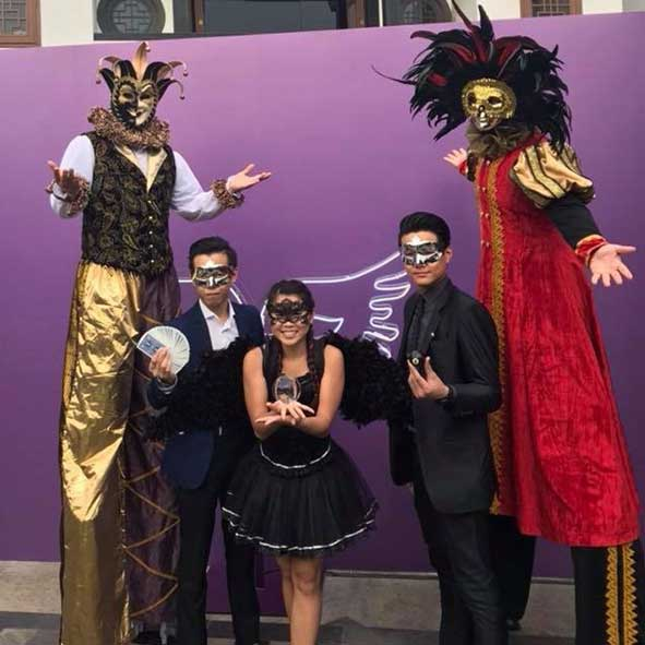 singapore-event-management-pre-event-fringe-activities-masquarde-stilt-walkers