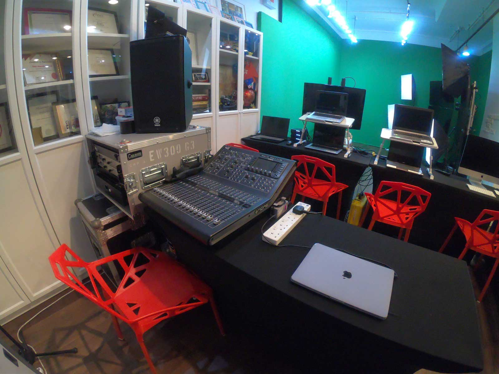 green_screen_studio_rental_full_studio_rental_west_streaming_5