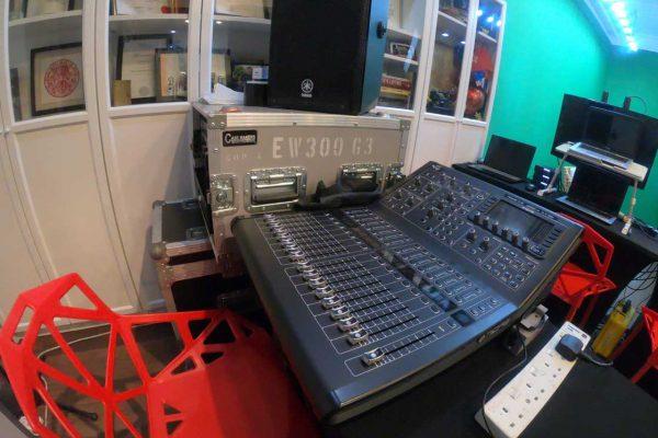 green-screen-studio-rental-full-studio-rental-west-streaming