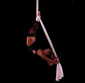 event-management-event-entertainment-singapore-entertainment-showtime-aerial-silk-performance